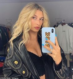 Hailey Baldwin shares sultry mirror selfie : Hailey Baldwin shares sultry selfie as she nears one-year wedding anniversary with Justin Bieber Estilo Hailey Baldwin, Hayley Baldwin, Hailey Baldwin Style, Hayley Bieber, Justin Bieber, Justin Hailey, Mode Vintage, Hair Inspo, Kendall Jenner