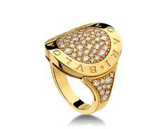 Anillo BVLGARI BVLGARI en oro amarillo de 18 qt con pavé de diamantes.
