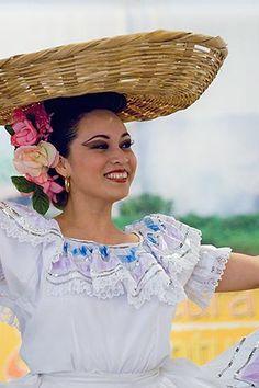 Nicaraguan dancer in traditional folk costume
