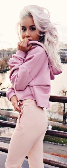 #winter #fashion / Pink Sweater + Light Pink Pants