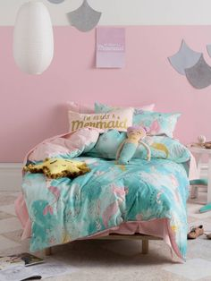 Every child's watercolour dream, Fishtale tells the story of beautiful mermaids swimming through an ocean of coral and seashells within glittering, aqua water. Finished with a glittery pink ric-rac trim.