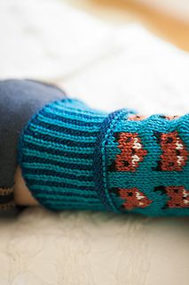 Worked from the toe up, this is a pair of socks that will not be easily forgotten. Adorable knitted foxes and a two color sole make this pattern whimsical, wonderful, and sly as a fox! Every moment of knitting them will be an experience you won't forget. Knitting For Kids, Knitting Projects, Baby Knitting, Animal Knitting Patterns, Crochet Patterns, Knitting Stitches, Knitting Socks, Skirt Pattern Free, Fingerless Gloves Knitted