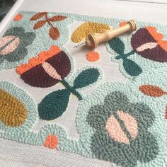 New punch project in progress. I have 4 spots left for Thursday's workshop in Antwerp. Link in bio. Modern Embroidery, Embroidery Art, Embroidery Patterns, Print Patterns, Hook Punch, Punch Needle Patterns, Punch Art, Rug Hooking, Yarn Crafts