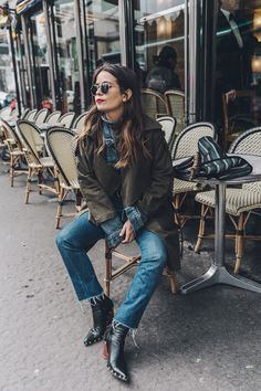 Layers-Denim_Levis-Parka-Striiped_Basket-Outfit-Celine_Boots-Street_Style-23