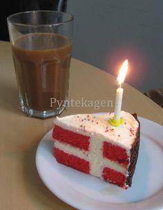 Inspireret af Den Store Bagedyst fik jeg lyst til at prøve at lave en flagkage. En kage som ligner et flag, når man skærer den. Jeg fand...