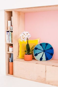 Learn how to make this DIY modern seating and shelving unit made of plywood (with hidden storage behind a faux wall). In partnership with /HGTVHOMEbySW/ interior paint. #ad #HGTVHOMEbySW