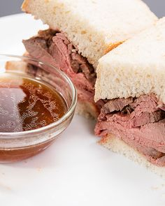 Slow Cooker Roast Beef And No Knead Beer Bread - Beef - Cuisine et Boissons Slow Cooker Roast Beef, Slow Cooker Recipes, Crockpot Recipes, Cooking Recipes, Sandwiches, Tasty Videos, Food Videos, Buzzfeed Tasty, Beer Bread