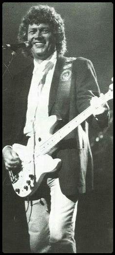 John Lodge of the Moody Blues Justin Hayward, Nights In White Satin, Moody Blues, Pink Floyd, Lodges, Traveling, Concert, Viajes, Recital