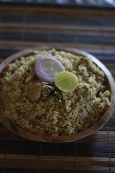 Husband is an avid biryani eater ! He keeps trying new varieties. and does not leave even a roadside eatery. He recently found one near our house, they sell Donne Biryani . Its basically a mildly… Andhra Recipes, Indian Food Recipes, Indian Food Culture, Briyani Recipe, Chicken Items, India Food, Shake Recipes, Biryani, Food Dishes