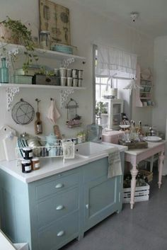 Home Interior Design Shabby Cottage Chic Kitchen Decor.Home Interior Design Shabby Cottage Chic Kitchen Decor. Cocina Shabby Chic, Muebles Shabby Chic, Shabby Chic Kitchen Decor, Estilo Shabby Chic, Vintage Shabby Chic, Shabby Chic Homes, Shabby Chic Style, Shabby Chic Furniture, Blue Shabby Chic