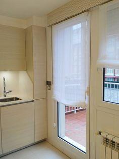 #estor #paquetto #cocina #sin_varillas #velcro #tejido #bando #galeria #cliente Home Kitchens, Family Room, New Homes, Windows, Curtains, Living Room, Bedroom, House, Home Decor