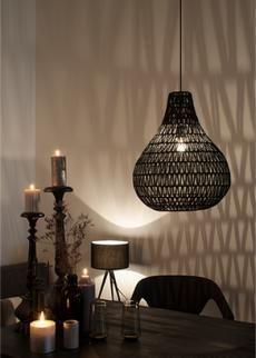 De Zuiver hanglamp Cable Drop is een druppelvormige lamp in wicker design. De lamp zorgt voor een unieke lichtval met mooie schaduweffecten. Deze hanglamp van Zuiver zorgt voor een goede, heldere lichtval in het interieur.