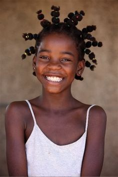 Hair Steamers for Natural Hair The Secret Is Out! This hair style is very unique! They have lots of other unique hair styles too! Beautiful Smile, Beautiful Children, Black Is Beautiful, Beautiful People, Just Smile, Smile Face, Smiles And Laughs, People Of The World, Belleza Natural