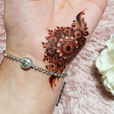 Henna Hand Designs, Round Mehndi Design, Mehndi Designs Finger, Palm Mehndi Design, Mehndi Designs 2018, Stylish Mehndi Designs, Mehndi Design Pictures, Mehndi Designs For Girls, Mehndi Designs For Fingers