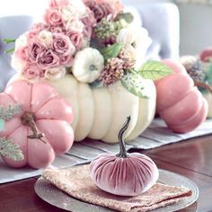 Boo-tiful Halloween Table decoration Ideas and Inspirations for Halloween 2019 -. Boo-tiful Halloween Table decoration Ideas and Inspirations for Halloween 2019 - Hike n Dip - Halloween - Halloween Rose, Table Halloween, Halloween Table Decorations, Halloween 2019, Thanksgiving Decorations, Halloween Party, Pink Table Decorations, Halloween Halloween, Halloween Signs