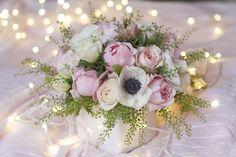 Roses pivoines, roses David Austin, anémones, Capsella