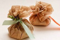 How to make DIY scented sachets for closet, drawers, cars and shoes. Use essential oils with rice or Epsom salts, Downy beads, lavender or potpourri to fill homemade sew and no-sew sachet bags. Craft