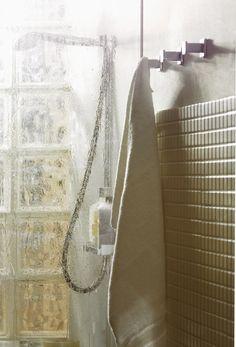 Espacio que se inspira en el pasado pero que vive en el presente. Accesorios  de baño BEMEDE Colección 404 396bee069d6d