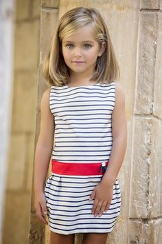 Looks like Naria (Oliver and Virginia's daughter) when she was younger Little Girl Fashion, Little Girl Dresses, Kids Fashion, Girls Dresses, Little Girl Haircuts, Moda Kids, Moda Blog, Beautiful Children, Short Girls