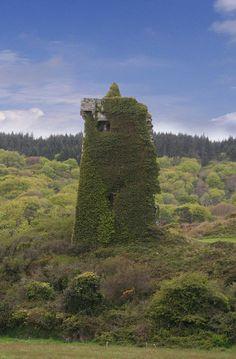 Castletownshend - Co Cork, Ireland Beautiful Castles, Beautiful Places, Best Of Ireland, Castles In Ireland, County Cork, Cork Ireland, Picture Postcards, Chateaus, England And Scotland