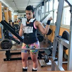 Seguindo a linha do mestre @moacyrsaldanha hoje aumentei as minhas cargas no máximo que pude aguentar e tô feliz pela minha superação! Joelho melhorando cada dia mais esse treino de posteriores e ombro foi super proveitoso! #fodaseopadrao #fikasecaporra #motivation #fitnessmotivation #lifting #powerlifting #esmagaquecresce #bonecadeferroemconstruçao #bumbumnanuca #treinoinsano #treinobruto #gym #girlswithtattoo #mulheresquetreinam #monstrosemusas #ANIMAL #workout #fitnessaddict #lowcarb by…