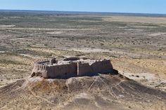 Бактрийские античные крепости Аяз-Кала (крепость 2) Хорезма (Хорезма), сегодня пустыня, но в древние времена зеленые и пышные.