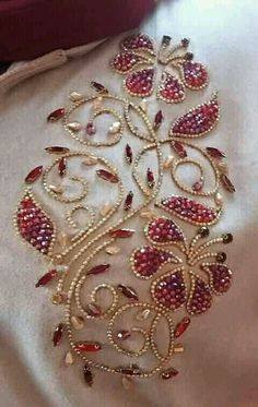 Best Pictures Beadwork embroidery Popular Thread tension can easily make a huge . - Best Pictures Beadwork embroidery Popular Thread tension can easily make a huge affect on how your - Tambour Beading, Tambour Embroidery, Hand Embroidery Videos, Hand Work Embroidery, Couture Embroidery, Creative Embroidery, Couture Beading, Pearl Embroidery, Bead Embroidery Tutorial