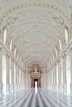 La Galleria della Luce, Venaria Reale, Piedmont, Italy (photo by Sunflower 79* via flickr)