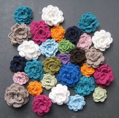 10 minute flowers - free pattern - you could do all sorts of things with a bunch of these from freeform throws to jewellery