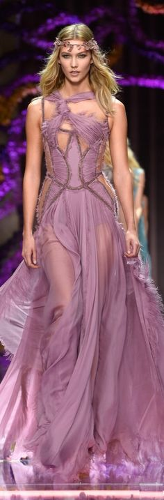 Karlie Kloss Was the Leader of the Pack in Lavender at the Atelier Versace show.