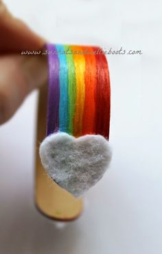 Sun Hats & Wellie Boots: Rainbow Friendship Bands - made from Popsicle Sticks St Patricks Day Crafts For Kids, St Patrick's Day Crafts, Crafts For Kids To Make, Crafts For Girls, Diy For Girls, Gifts For Kids, Kids Diy, Kids Crafts, Candy Crafts