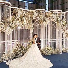 #ladawantheweddingplanner Wedding Backdrop Design, Wedding Hall Decorations, Wedding Stage Design, Wedding Reception Backdrop, Wedding Mandap, Wedding Designs, Wedding Ceremony Pictures, Wedding Ideas, Indian Wedding Receptions