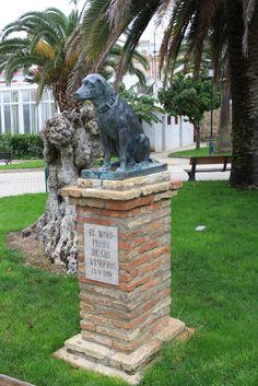 """Estatua de """"Moro"""", el perro de los entierros (Fernán Núñez)"""