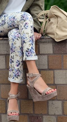 Floral white pant and wedges combo
