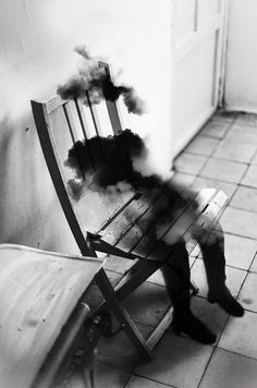 Dreamy Black & White Photographs That Have Been Digitally Manipulated By Loke Shi Ying, 04 Jul 2013 COMMENT SHARE Share on facebook Share on twitter Share on pinterest_share  32    Madrid-based photographer Silvia Grav has created some beautiful black and white, digitally manipulated photographs [DesignTAXI.com]