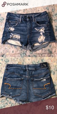 American Eagle ripped Jean shorts They run a little small but they are stretchy … Jeansshorts mit amerikanischem Eagle-Riss Sie fallen etwas klein aus, sind aber elastische Jeansshorts von American Eagle Outfitters Ripped Jeggings, Ripped Jeans Outfit, Ripped Jean Shorts, Ripped Skinny Jeans, Crop Top Outfits, Jean Outfits, Hot Outfits, Summer Outfits, Summer Clothes