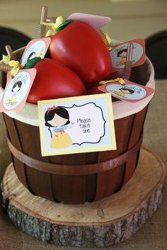 Snow White apple party favors