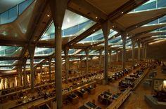 Bibliotheca Alexandrina: Alexandria ประเทศอียิปต์    เป็นสถานที่รวบรวมประวัติศาสตร์และอารยธรรมโบราณของกรีกและอียิปต์ที่ใหญ่ที่สุดในโลก หอสมุดศึกษาประวัติศาสตร์ ได้รับรางวัลการออกแบบจากองค์กรสถาปนิกนานาชาติ รวมทั้งจากยูเนสโก และรัฐบาลอียิปต์ โดยภายในอาคาร ประกอบไปด้วยหนังสือตำราศึกษา และยังแยกเป็น 4 พิพิธภัณฑ์ ได้แก่ ห้องตำราเรียน และเทคโนโลยีในยุคโบราณ, ห้องศิลปะภาพต่างๆ ในยุคอเล็กซานเดรียเก่า, ห้องศึกษารวบรวมภาษาอาระบิก และไฮโรกริฟฟิก สุดท้ายห้องประวัติศาสตร์ของการพิมพ์