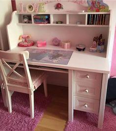 Hallo , verkaufe mein gut erhaltenen Schreibtisch in weiß aus dem Hause Höffner Fairytale... sehr...,Schreibtisch von Höffner Fairytale in weiß mit Aufsatz Lieferung? in Berlin - Wedding