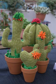 DSC_1058.NEF (1072×1600) Felt Diy, Felt Crafts, Diy And Crafts, Cactus Craft, Cactus Decor, Felt Flowers, Fabric Flowers, Cactus Fabric, Felt Succulents