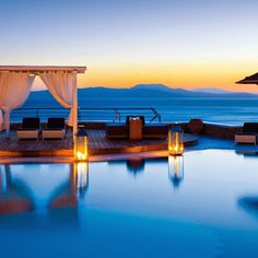 Visit the most cosmopolitan island of Greece in 2015! Book now one of our handpicked hotels in Mykonos an enjoy your vacations in deep blue sea, never-ending horizon and sheer luxury!