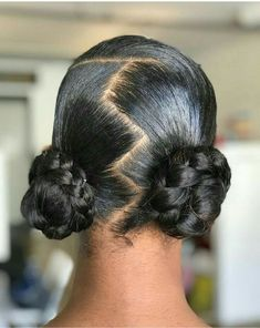 2019 hair bridal natural hairstyles for black women Easy natural hair buns using my natural hair. 2019 hair bridal natural hairstyles for black women Easy natural hair buns using my natural hair. Gym Hairstyles, Baddie Hairstyles, Hairstyles For School, Black Women Hairstyles, Ethnic Hairstyles, Relaxed Hair Hairstyles, 1950s Hairstyles, Hairstyles Videos, American Hairstyles
