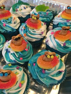 Swim cupcakes - could do this party rings and jelly babies Swimming Cupcakes, Pool Cupcakes, Beach Theme Cupcakes, Pool Party Cakes, Pool Cake, Summer Cupcakes, Cupcake Party, Birthday Cupcakes, Cupcake Cakes
