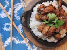 This is a really quick cooking stir fry dish that is delicious and so easy to make. Tender chunks of chicken rubbed with a hearty dos. Madhur Jaffrey Recipes, Cooking Stir Fry, Indian Food Recipes, Ethnic Recipes, Savoury Recipes, Stir Fry Dishes, Tandoori Chicken, Chicken Recipes, Food Porn
