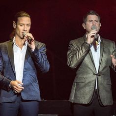 Two great singers and two handsome guys to end the evening on  Thanks to Il Divo Around The World and www.edimages.com for the photo  #sebdivo #sifcofficial #ildivofansforcharity #sebastien #izambard #sebastienizambard #ildivo #ildivoofficial #ildivoamorpasion #sebontour #ildivotour #singer #band #musician #music #artist #french #france #instagood #instamusic #amazingvoice #greatvoice #ursbuhler