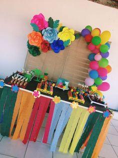 Decoration for Hawaiian Theme Party Aloha Party, Moana Birthday Party, Hawaiian Birthday, Moana Party, Flamingo Birthday, Hawaiian Theme, Luau Birthday, 10th Birthday Parties, Luau Party