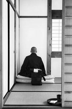 A. Abbas JAPAN. Uji. MANPUKU-JI Buddhist temple of the Obaku Zen school. A novice practices zazen, meditation.