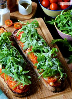 Llesca de tomate, mozarella y rúcula. Receta de cocina fácil, sencilla y deliciosa