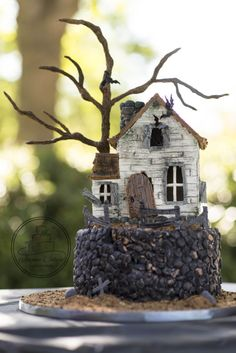 Here is a haunted house cake I made for my son's birthday last week and entered into a Halloween collaboration! The house is made of Gumpaste with gumpaste details and cotton candy moss! Halloween Gingerbread House, Halloween Torte, Halloween Haunted Houses, Halloween Cookies, Halloween Birthday, Holidays Halloween, Halloween Treats, Halloween Fun, 7th Birthday
