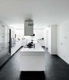 A PART CA - cuisine en noir et blanc